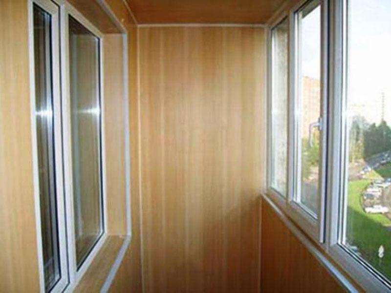 Фото отделки балкона макаровской планировки.