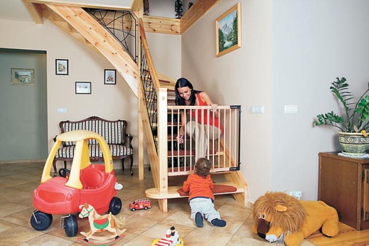 Ограждение на лестницу от детей своими руками